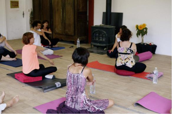Votre praticienne en massage Shiatsu, Marie De Foresta, vous propose des cours de Do-in, une technique d'auto-massage inspirée de la médecine traditionnelle chinoise.